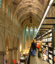 o-BEST-BOOKSTORE-IN-THE-WORLD-facebook